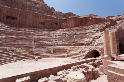 The historic arena of Petra - das antike Amphitheater von Petra