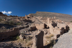 The ancient city of Tanuf is a tourist attraction - Tanuf ist heutzutage eine Touristenattraktion